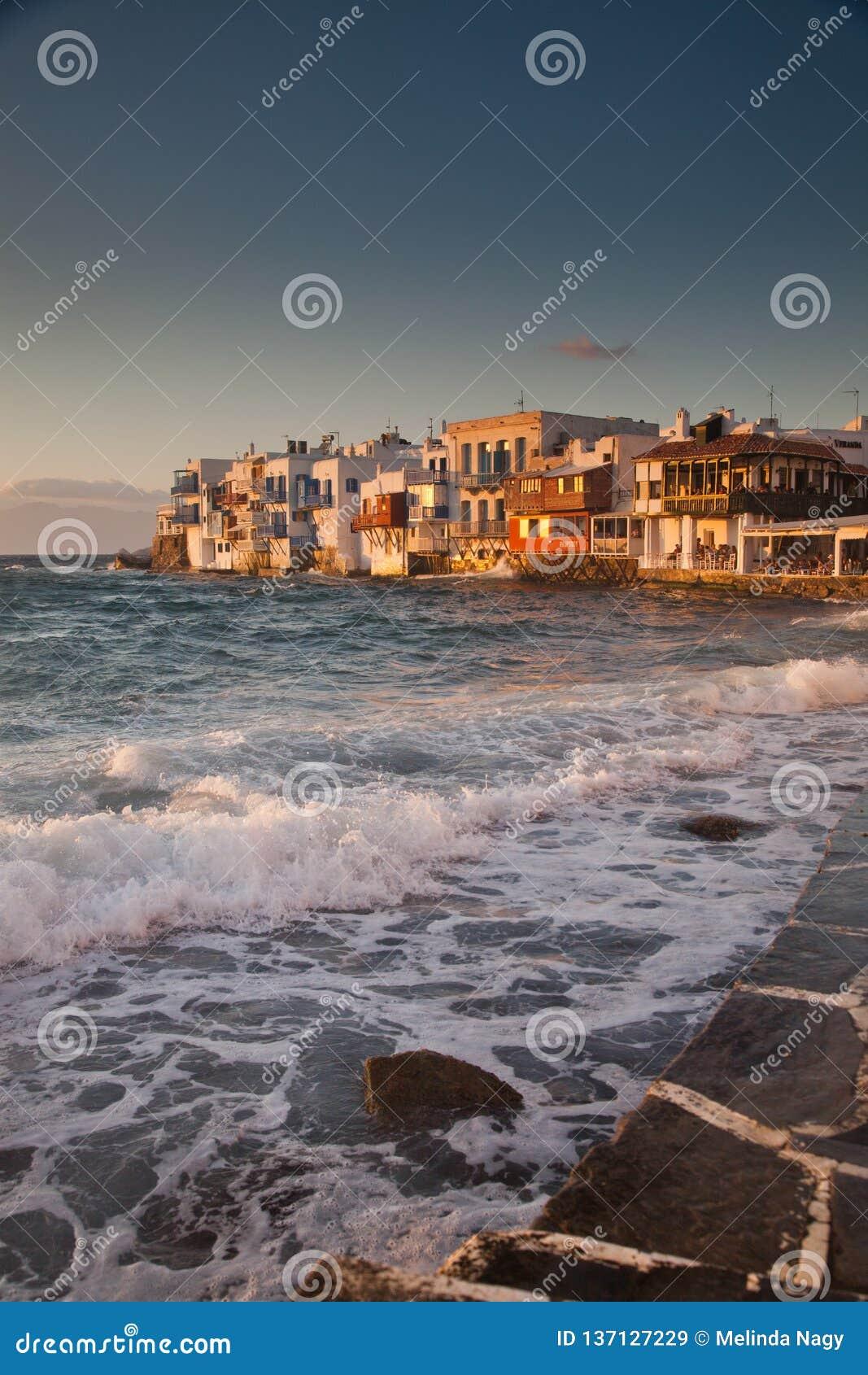 Petite Venise au coucher du soleil, mykonos, Gr?ce - destiation de luxe de voyage - ?les grecques