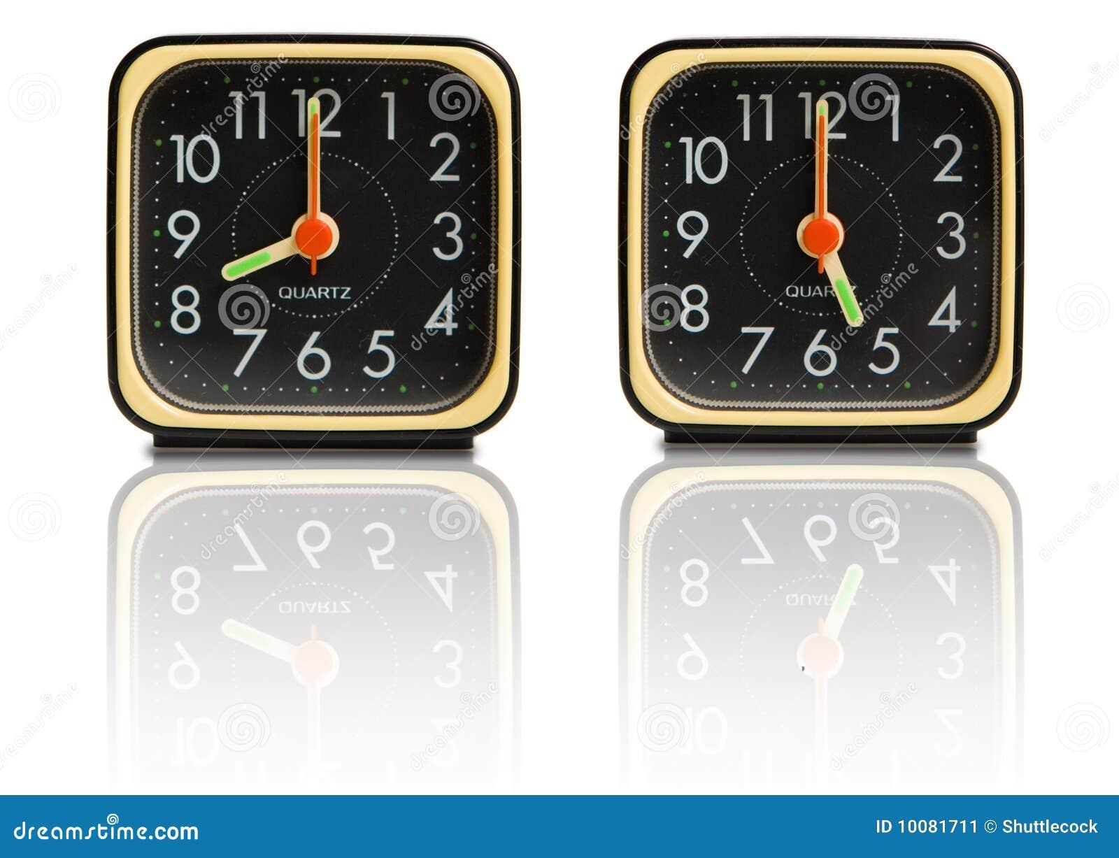 Petites horloges affichant 8 à 5