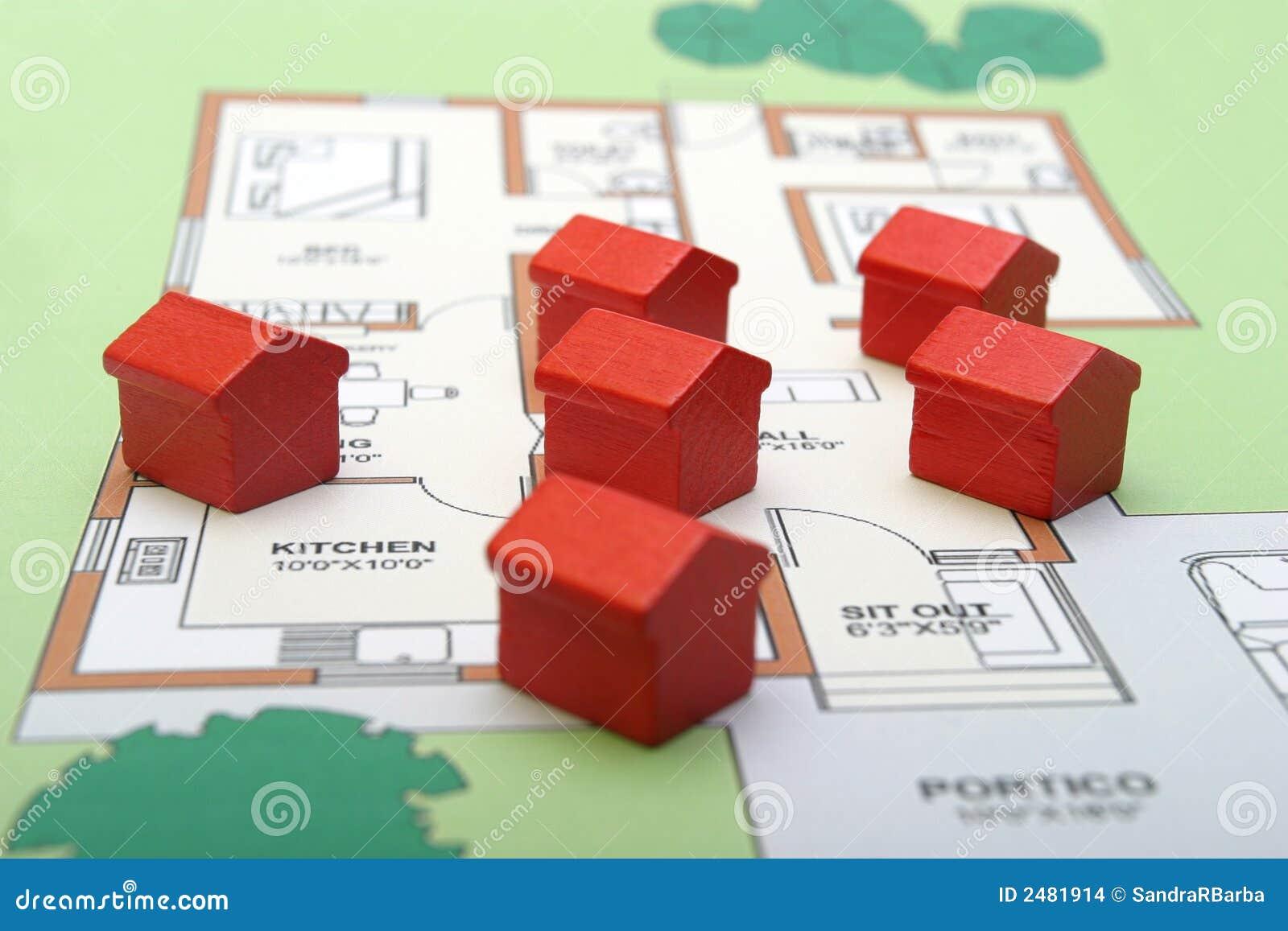 Petites maisons en bois sur un plan photo stock image du r el location 2481914 - Petites maisons en bois ...