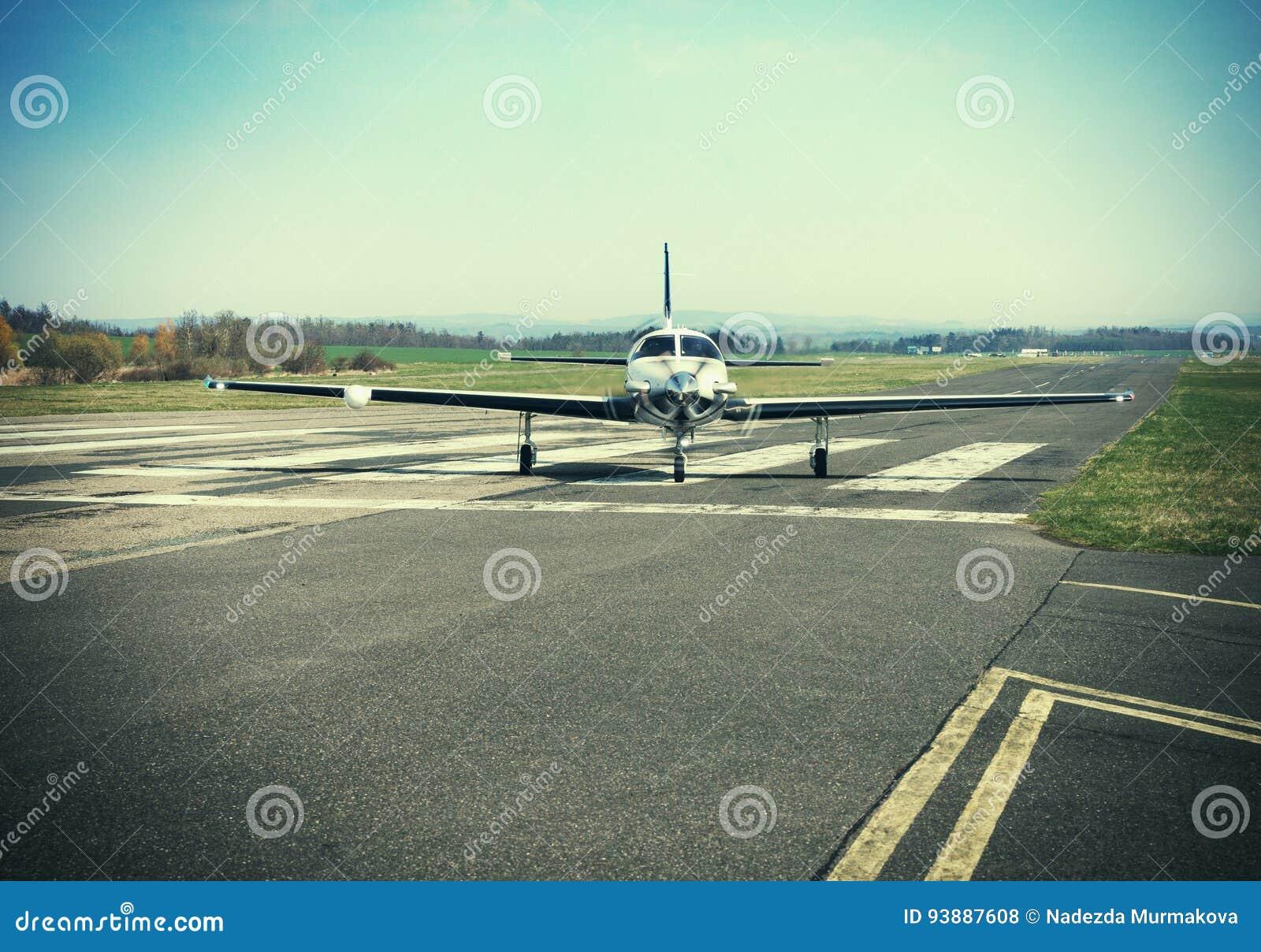 Petits avions monomoteurs privés de piston
