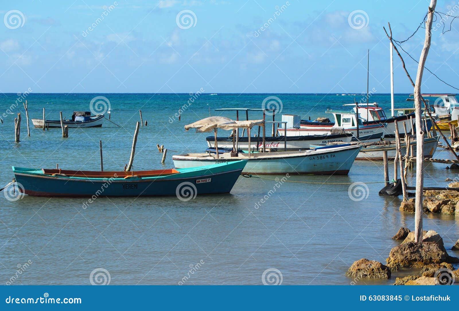Download Petits Bateaux De Pêche Au Cuba Image éditorial - Image du bateau, océan: 63083845