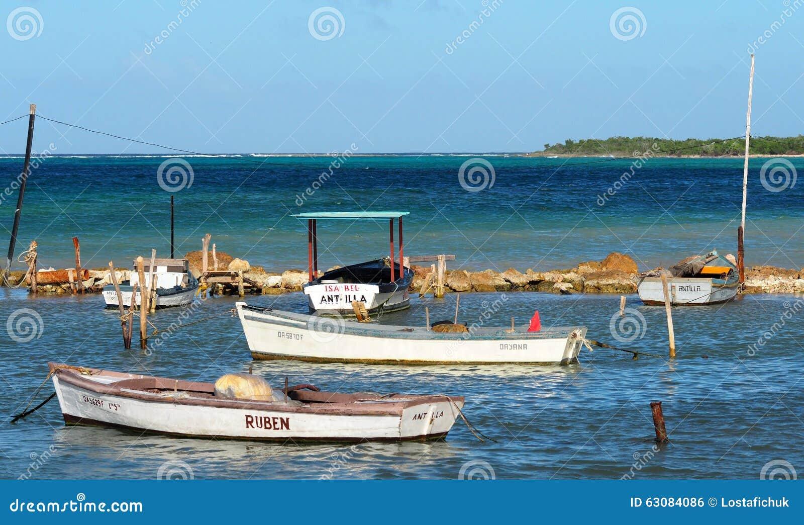 Download Petits Bateaux De Pêche Au Cuba Photo éditorial - Image du petit, course: 63084086