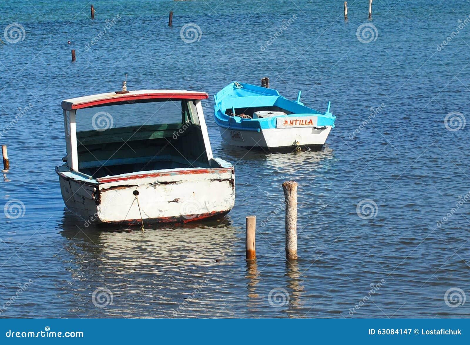Download Petits Bateaux De Pêche Au Cuba Photographie éditorial - Image du pêche, bateau: 63084147