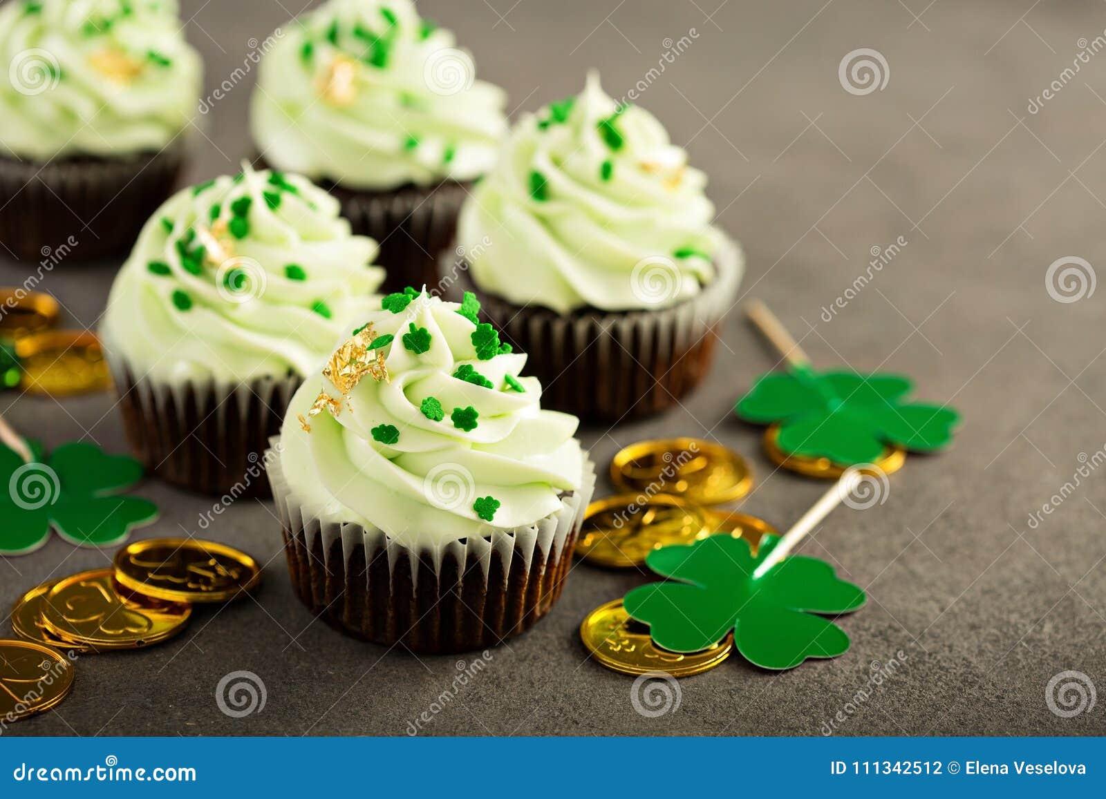 Petits gâteaux de menthe de chocolat de jour de St Patricks