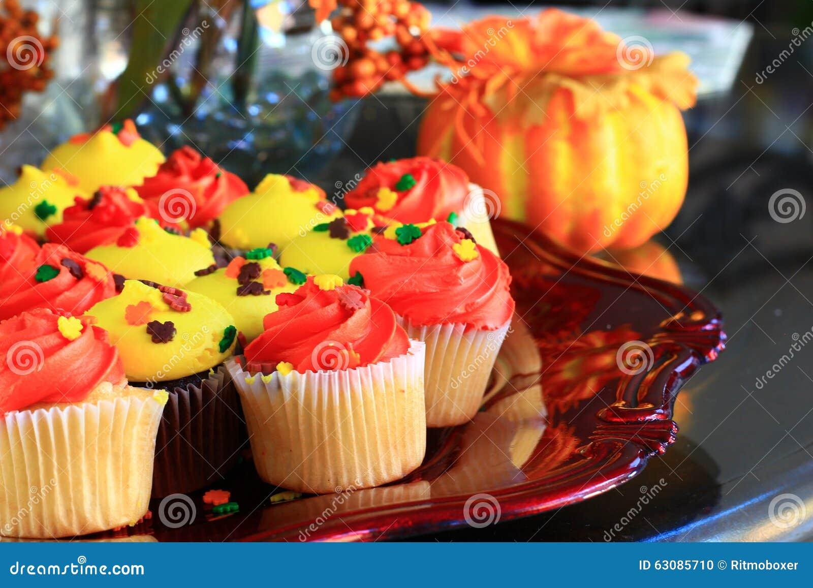 Download Petits Gâteaux Oranges Et Jaunes De Thanksgiving Photo stock - Image du régal, fruit: 63085710
