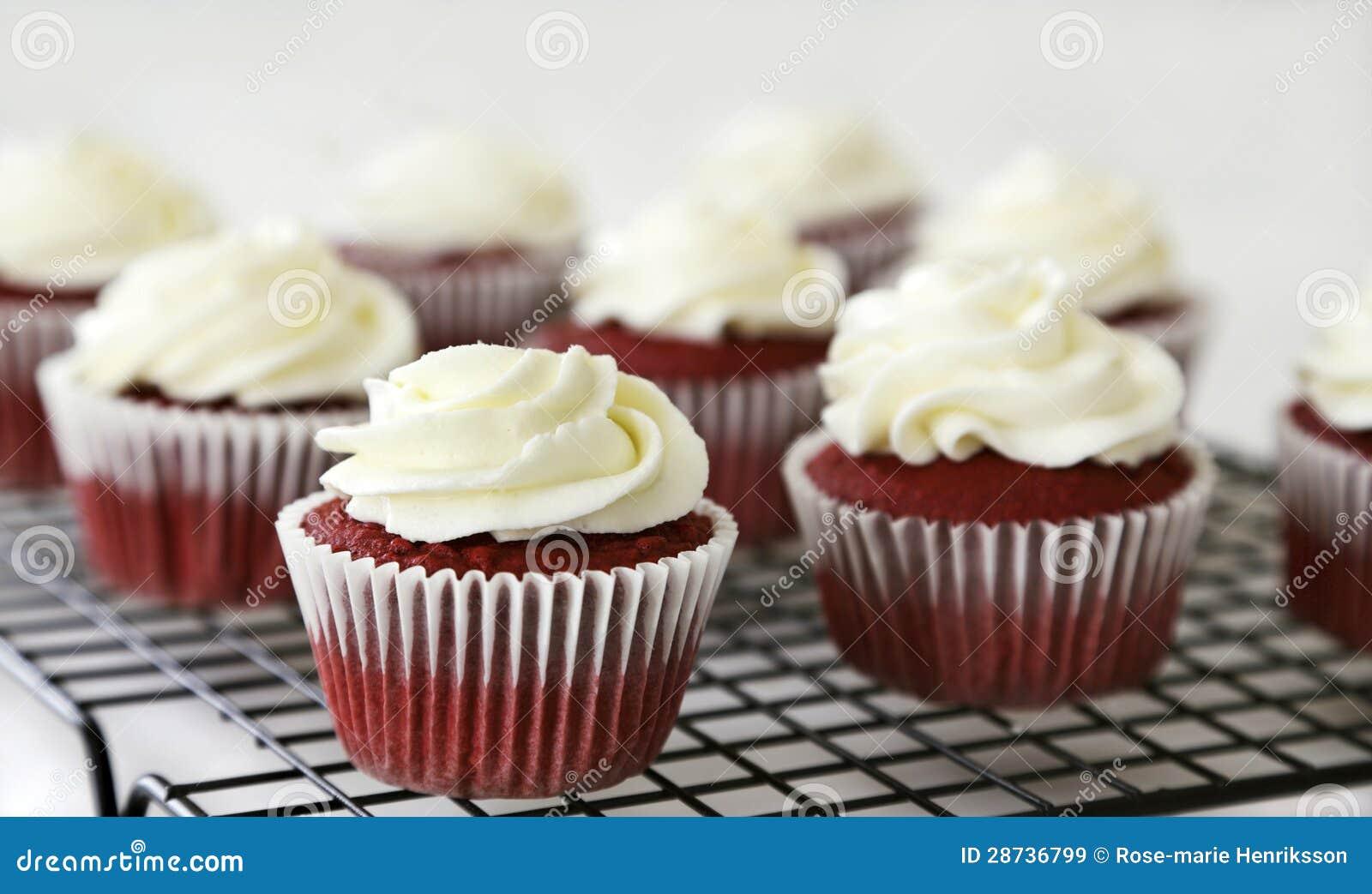 Petits gâteaux rouges de velours
