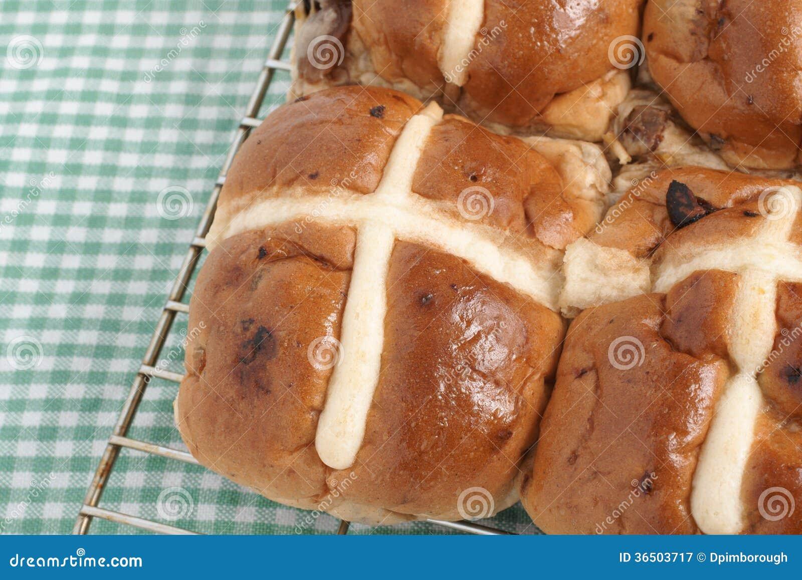 Petits pains croisés chauds