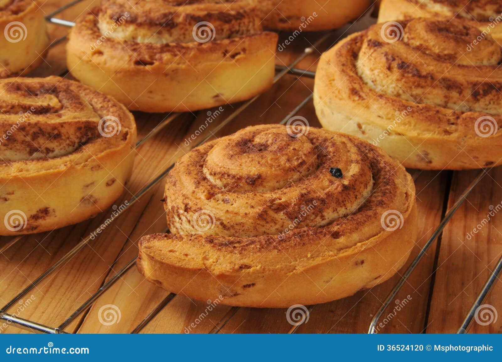 Petits pains de cannelle de blé entier