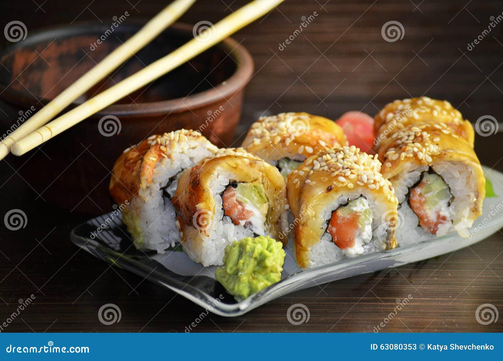 Download Petits Pains De Sushi Avec L'anguille Image stock - Image du support, sain: 63080353