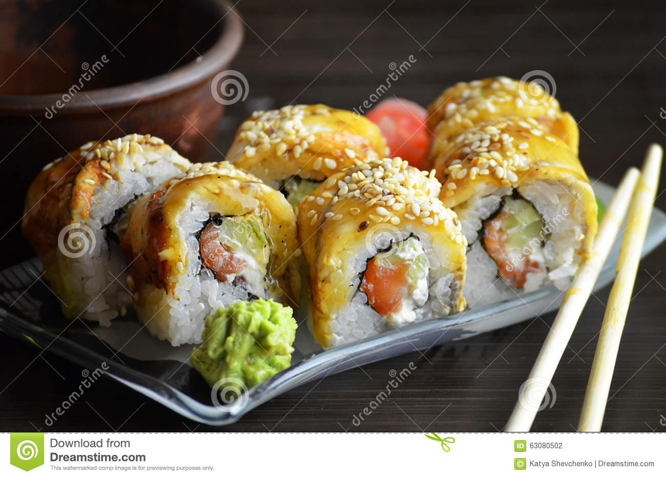 Download Petits Pains De Sushi Avec L'anguille Photo stock - Image du japonais, thon: 63080502