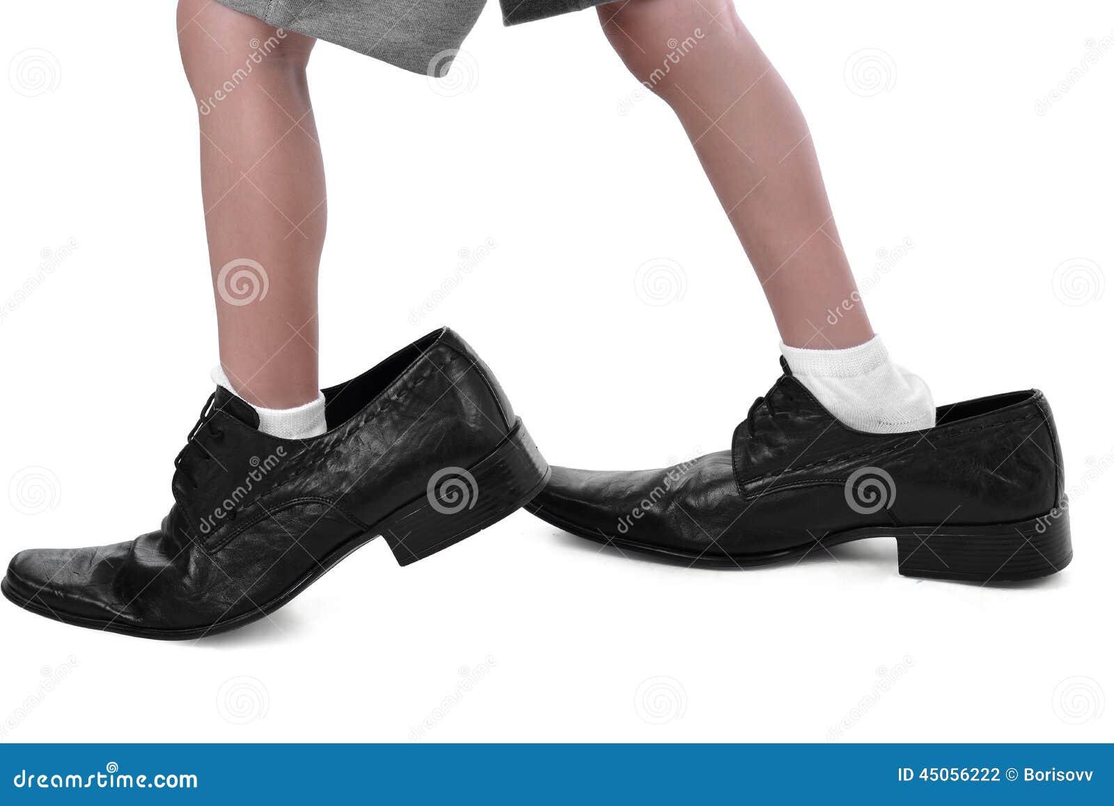 amazon coupe classique comment acheter Petits Pieds Dans Grandes Chaussures Photo stock - Image du ...