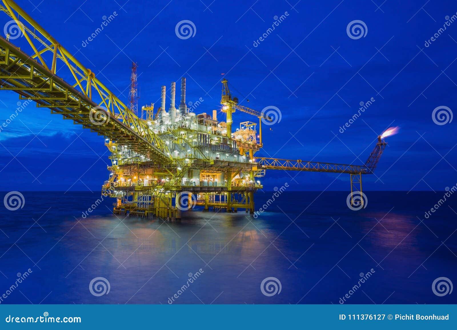 Petróleo y gas costero que procesa la plataforma, industria del petróleo y gas para tratar los gases crudos y enviado a la refine