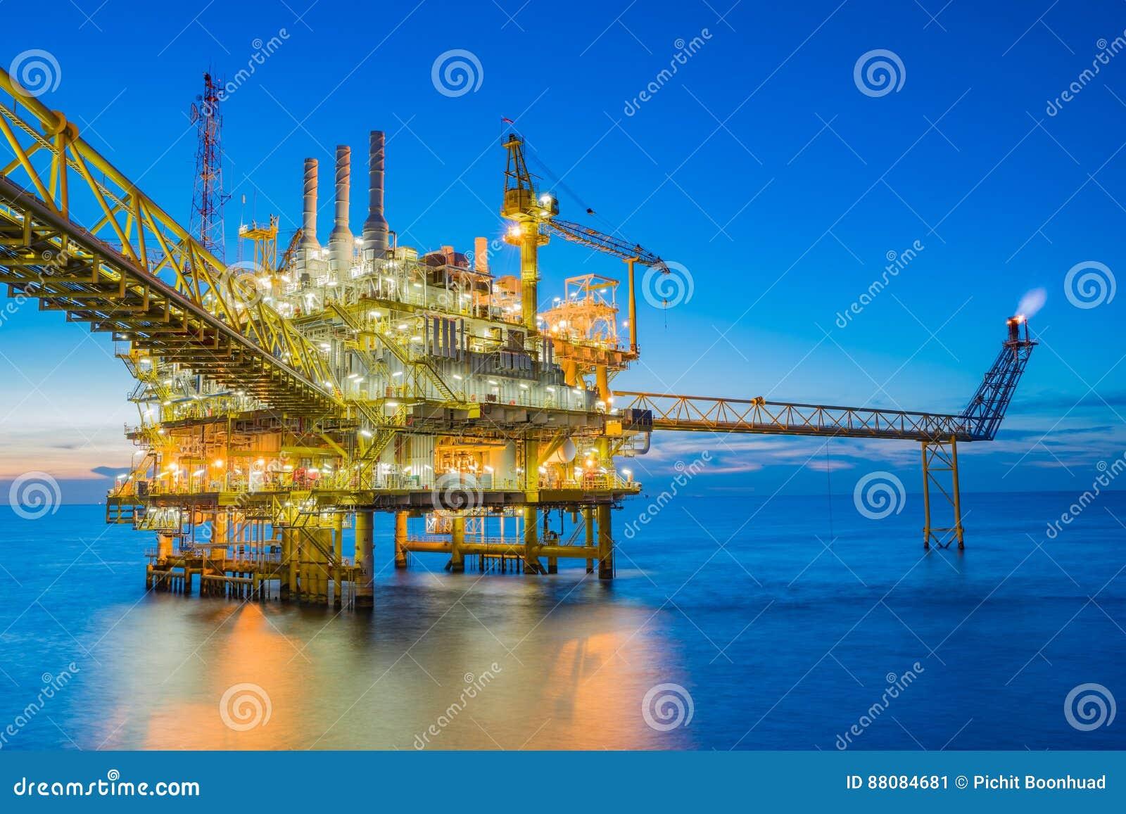 Petróleo y gas que procesa la plataforma produciendo el gas y el agua de aceite enviados