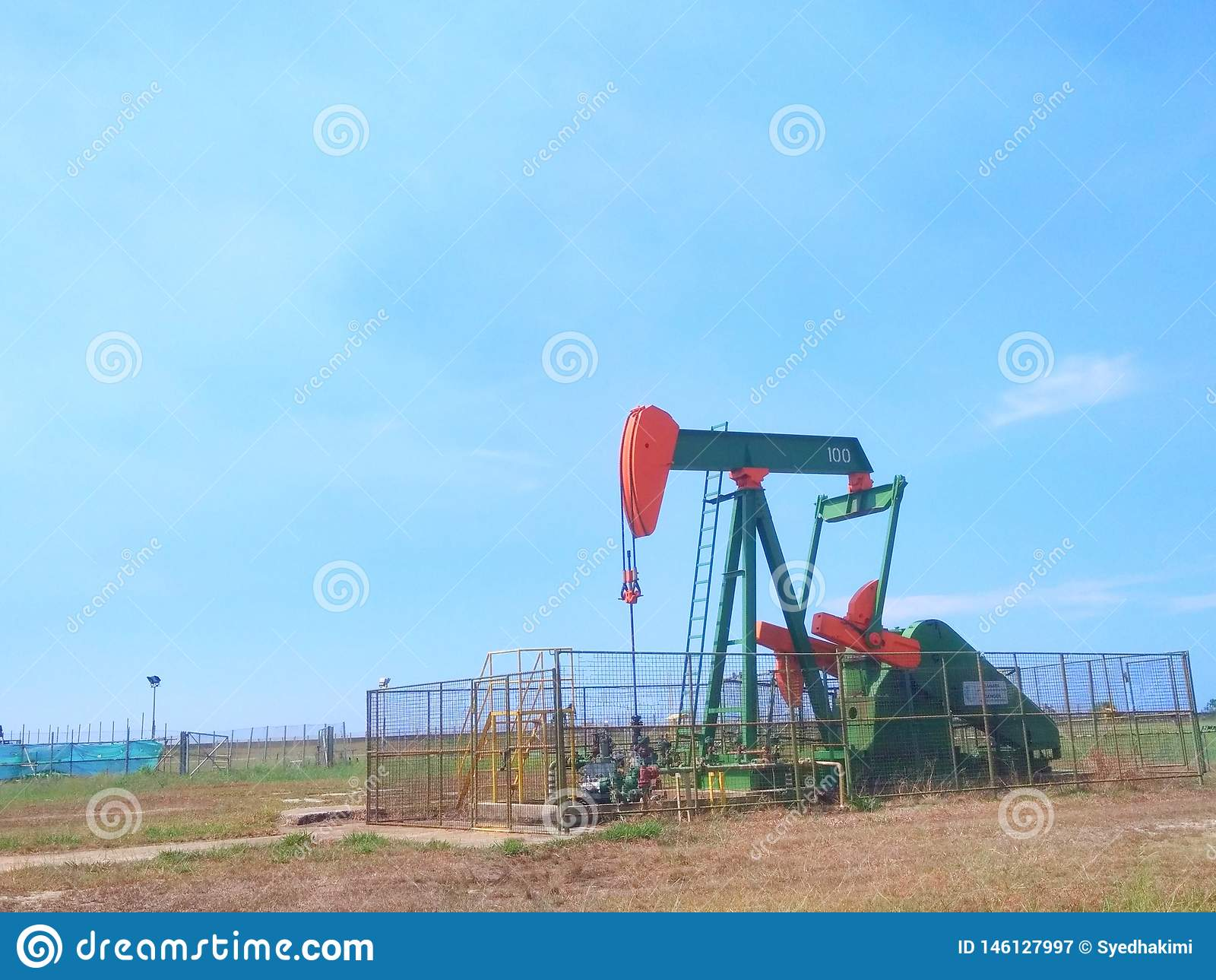 Petr?leo das ind?strias petroleiras de Brunei Darussalam na bomba da terra da costa