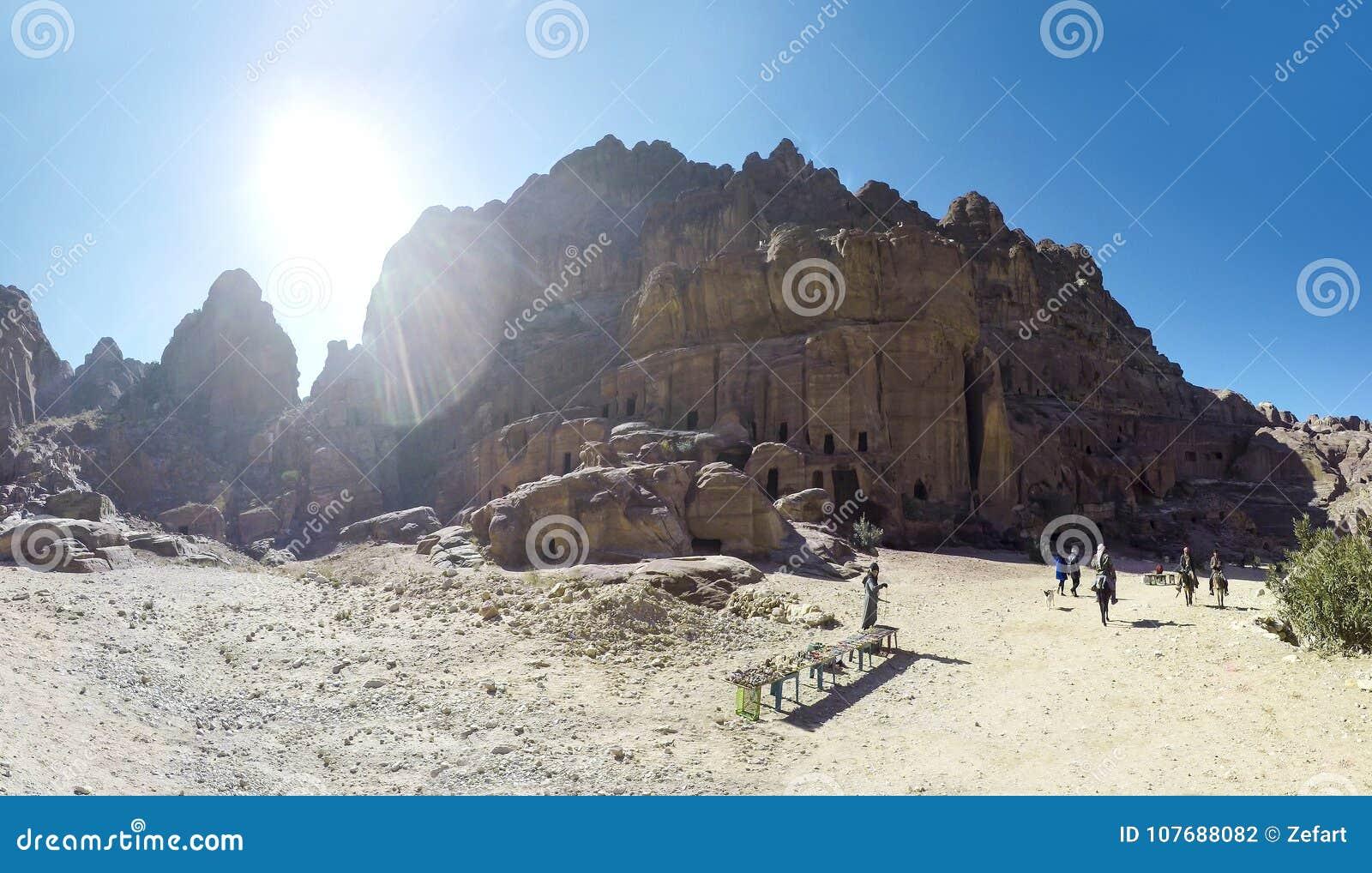 Petra символ достопримечательности Джордан, так же, как Джордан больше всего-посещенной