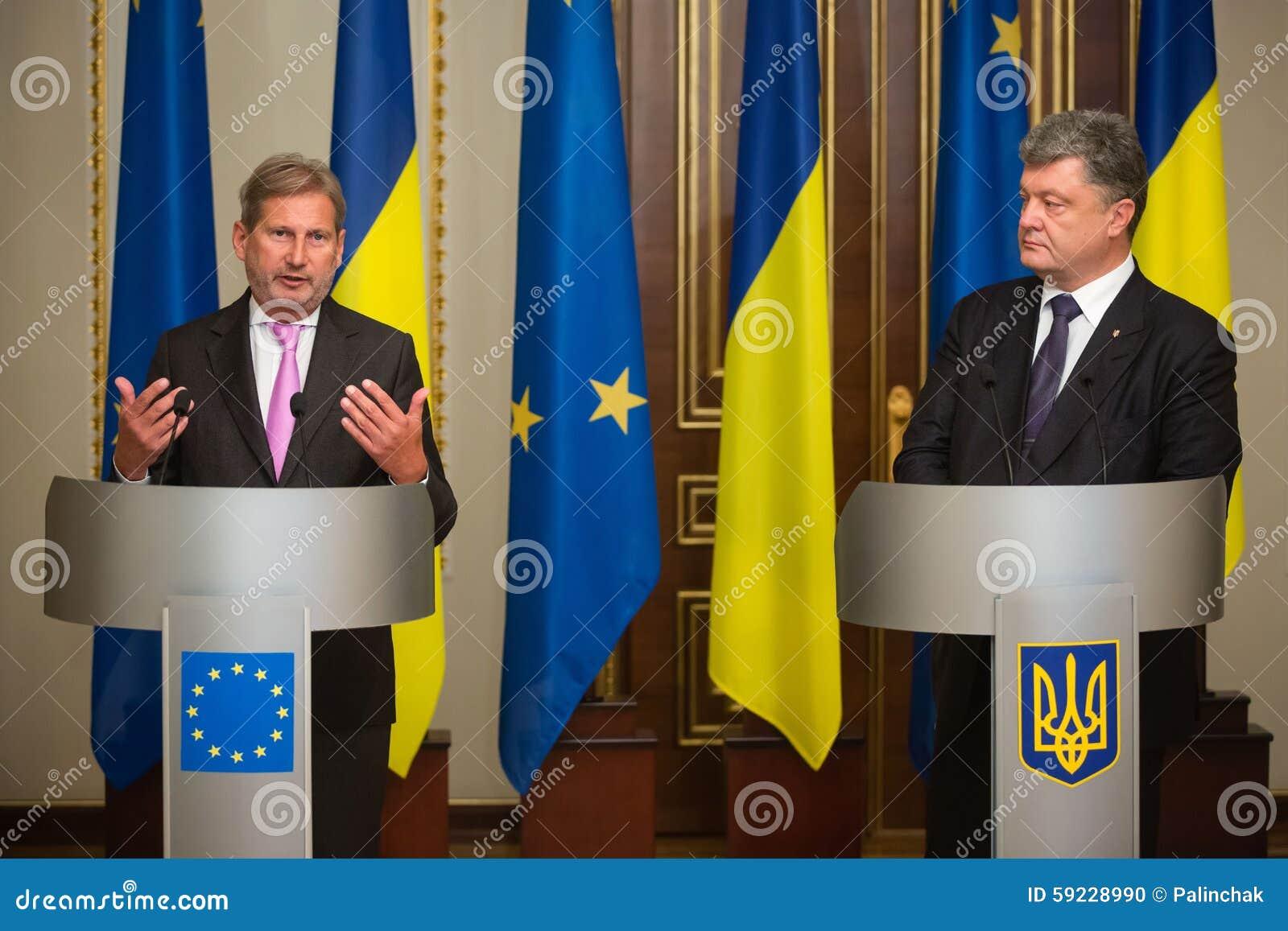 Download Petro Poroshenko Y Johannes Hahn Imagen editorial - Imagen de administración, discuta: 59228990