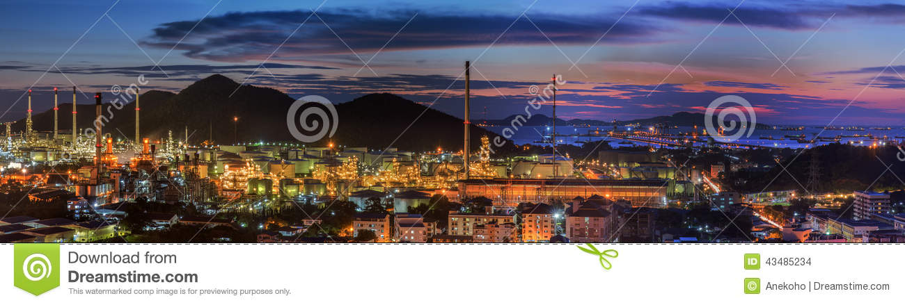 Mini Petrochemical Plant : Petrochemical plant and logistic port stock photo image