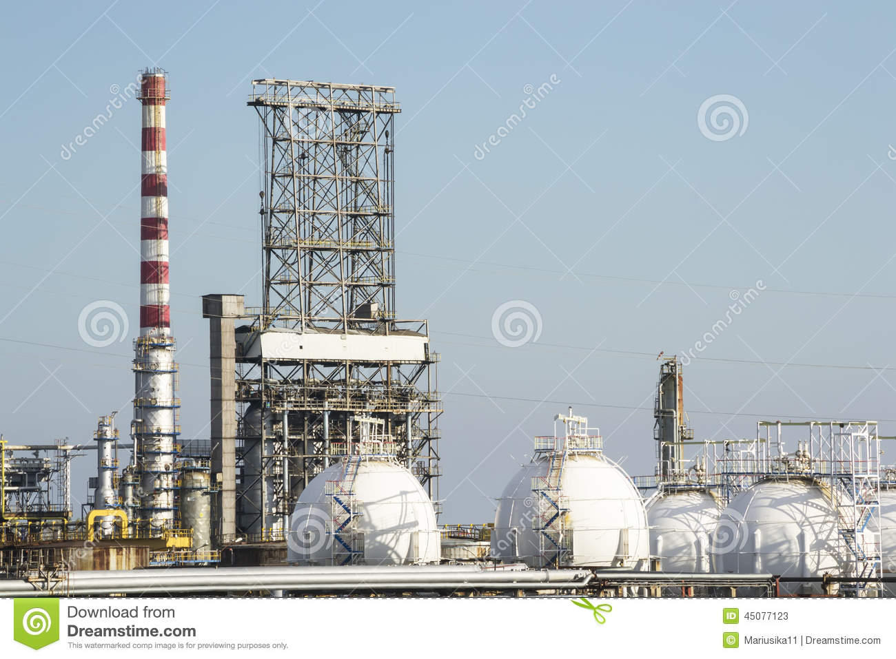 Petrol distillery and natural gas reservoirs