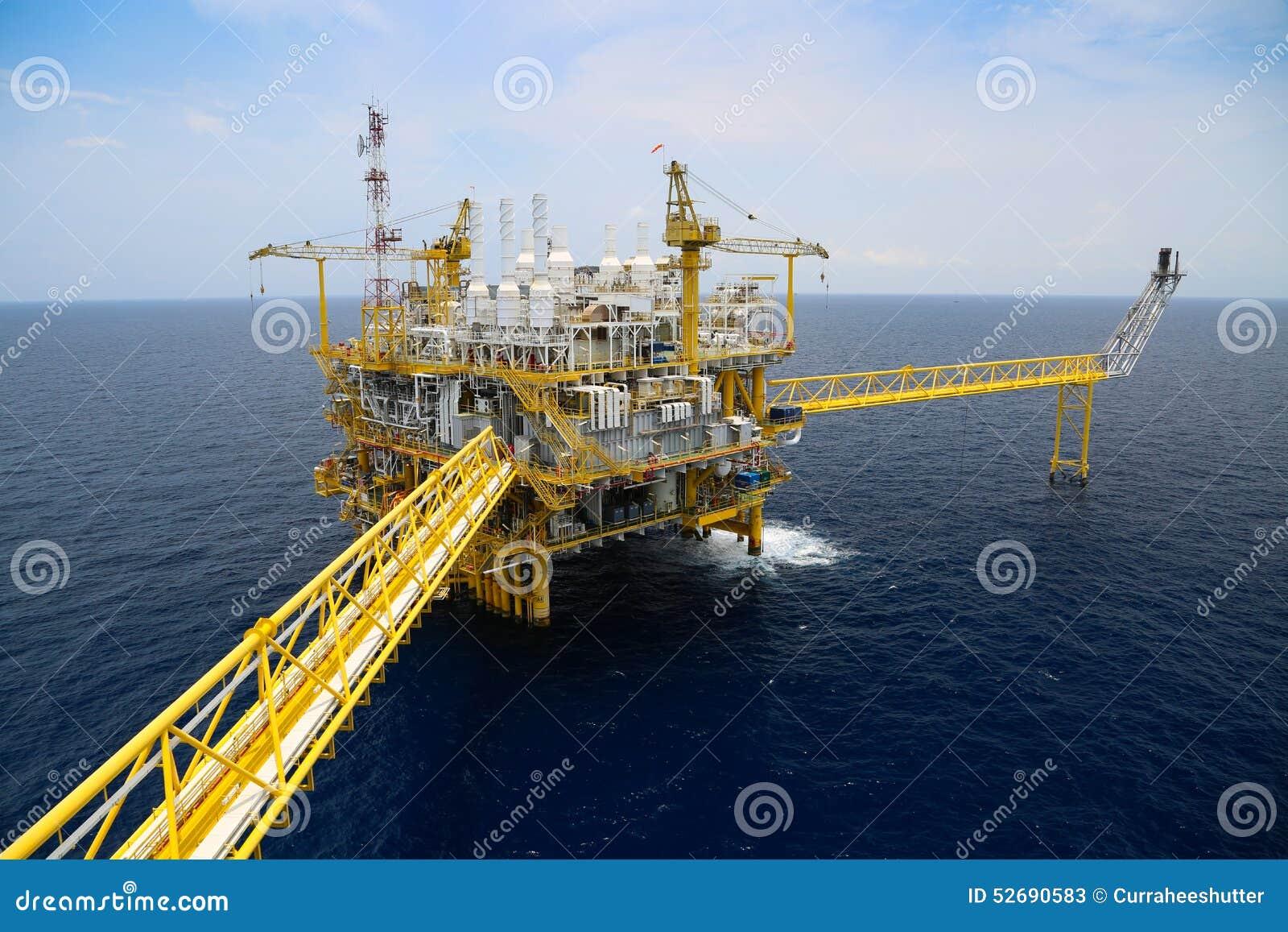 Petrolio marino ed affare di produzione e di esplorazione del gas Pianta del petrolio e del gas di produzione e piattaforma princ