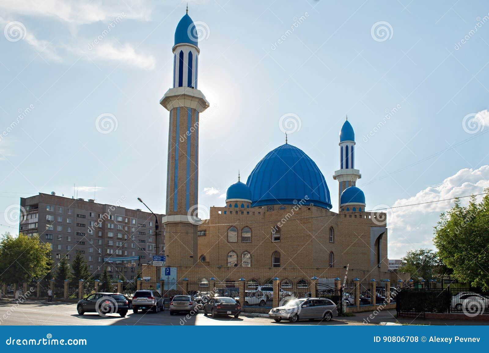 PETROPAVL, IL KAZAKISTAN - 24 LUGLIO 2015: La moschea moderna Kyzyl-Zhar