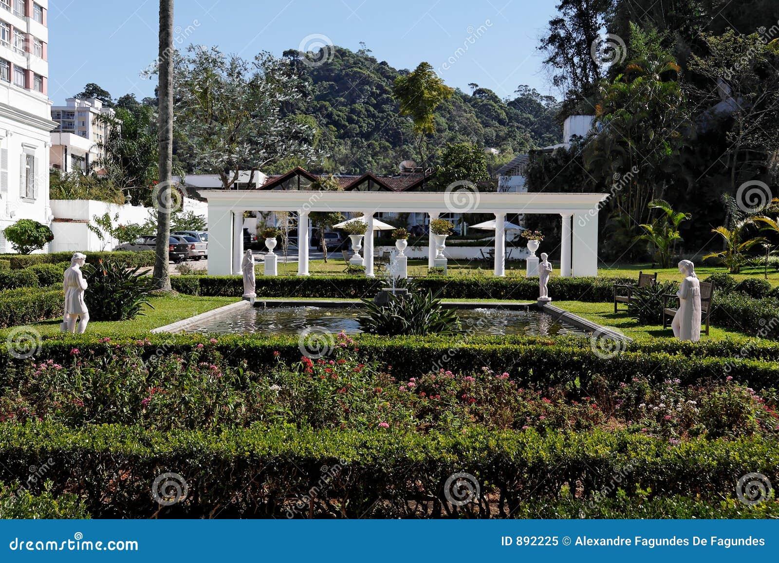 Petropolis ogrodowe rzeźby
