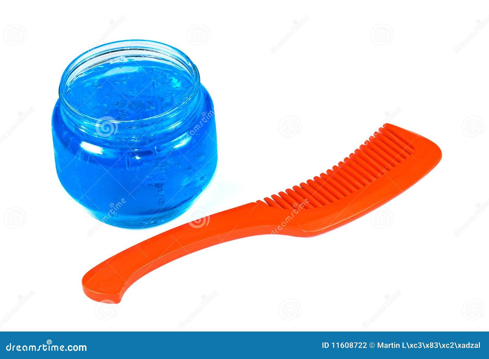Pettine e gel su capelli