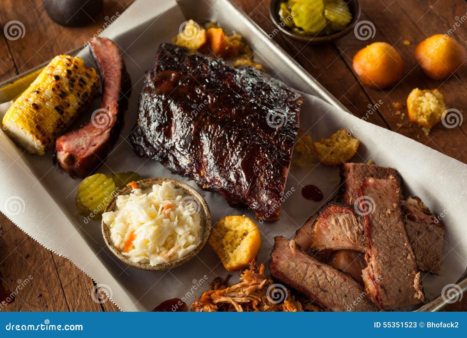 Petto del barbecue e vassoio affumicati delle costole