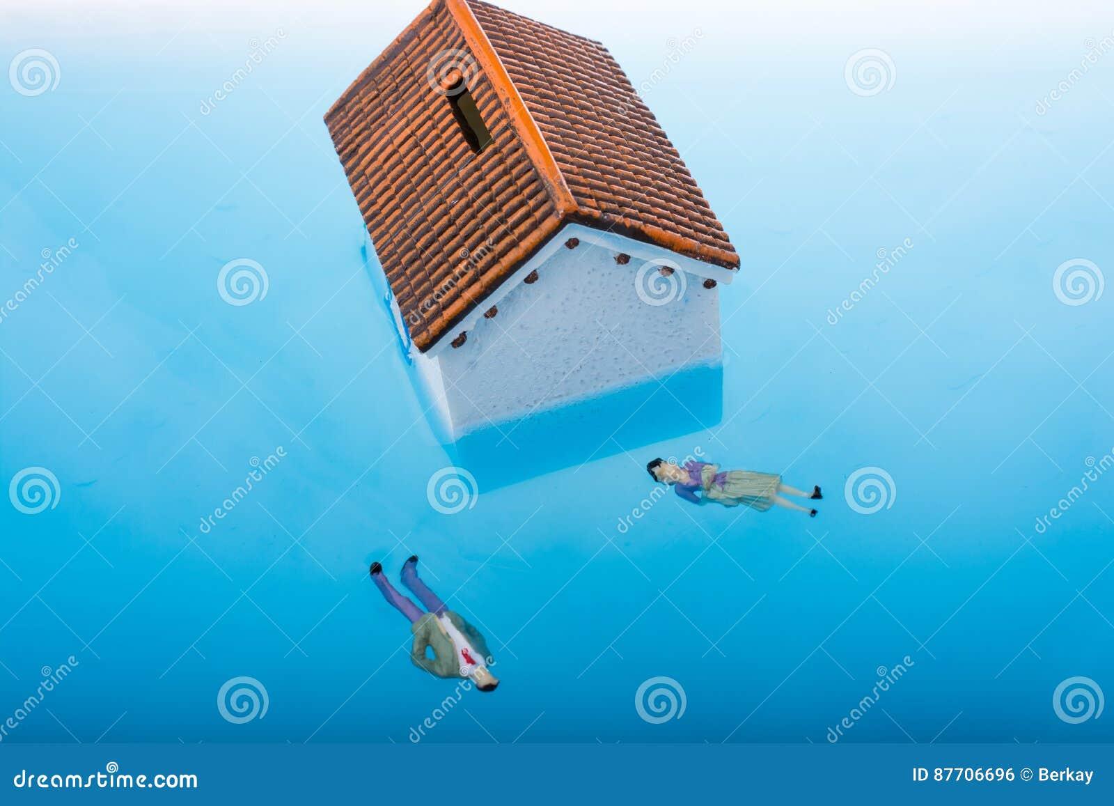 Peu de maison et figurines modèles dans l eau