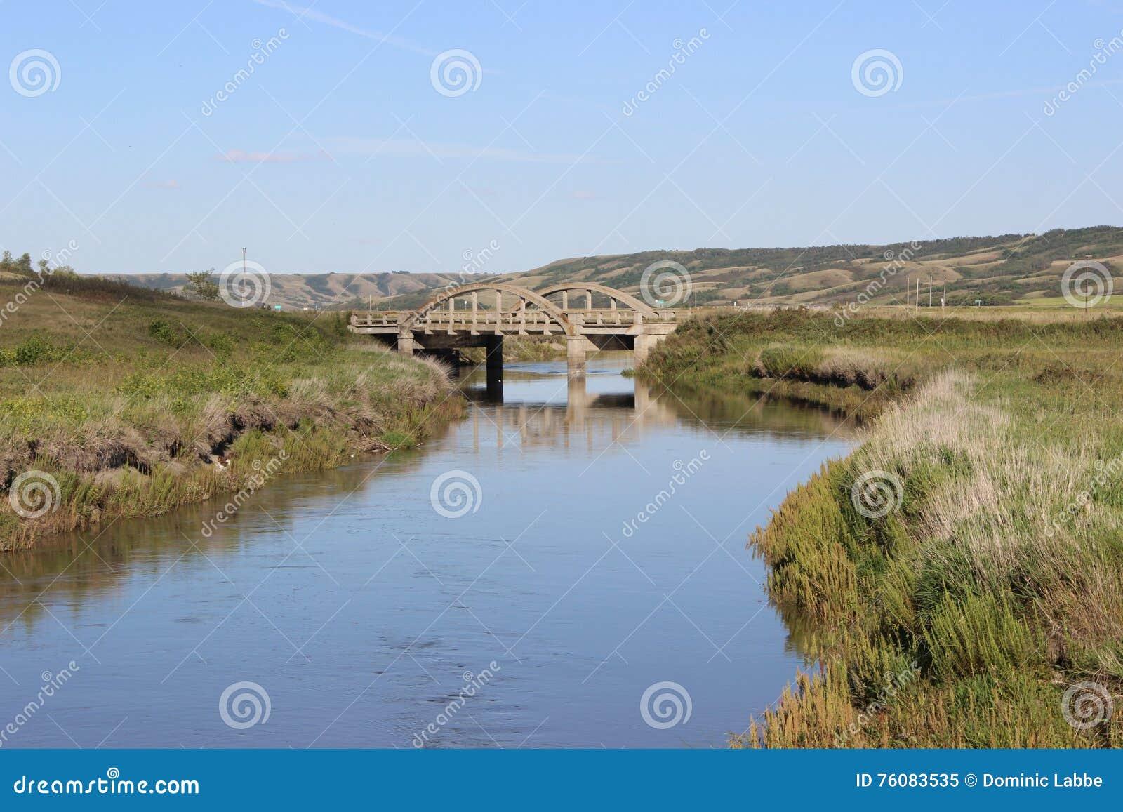Peu de pont sur la rivière de Qu appelle