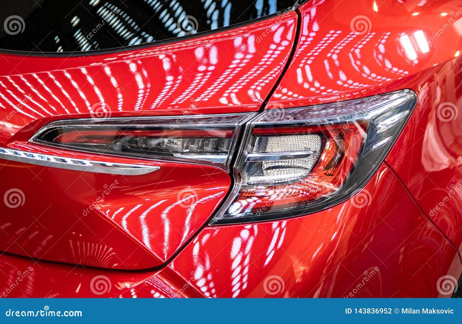 Peugeot-auto s bij de internationale de auto en de motorshow van 54ste Belgrado