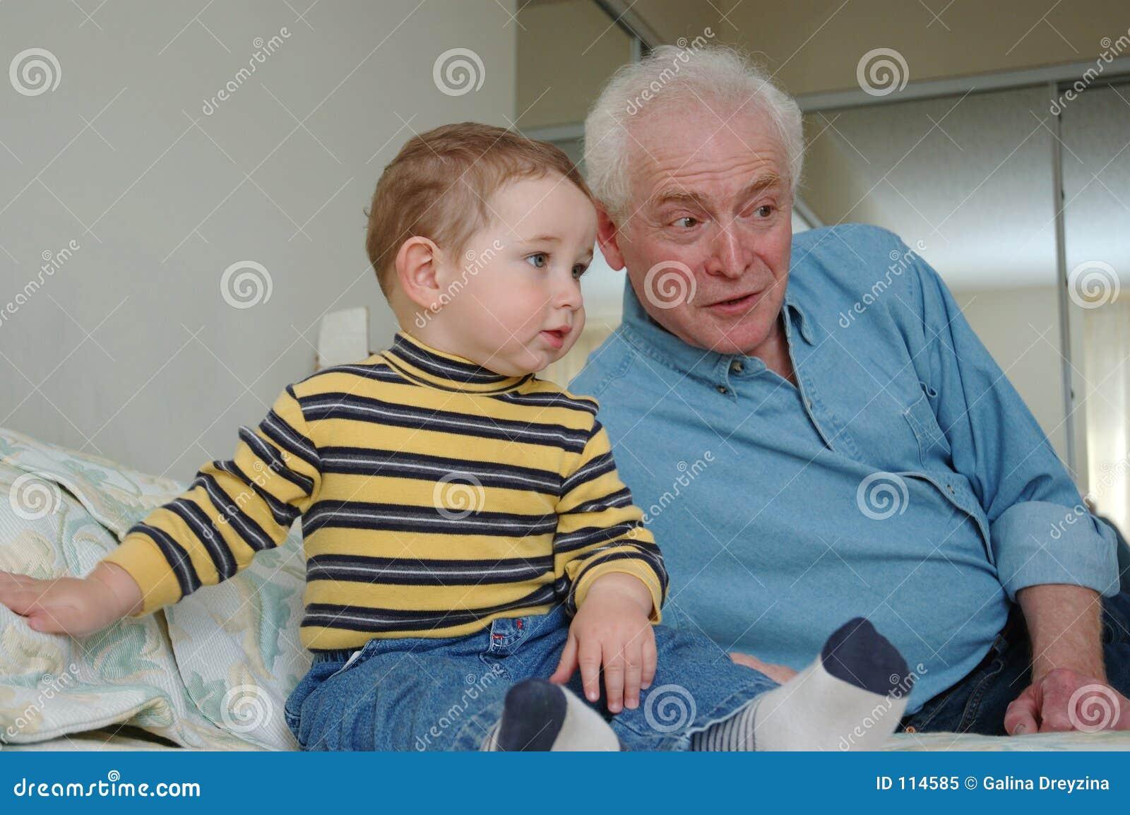Peuter en grootvader