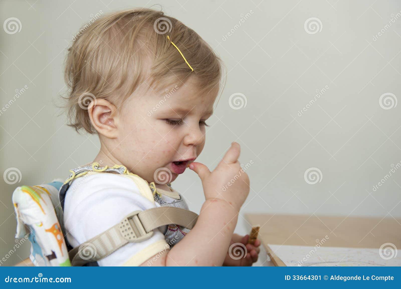 Peuter met hand mond en klauw ziekte stock afbeelding afbeelding 33664301 - Baby voet verkoop ...