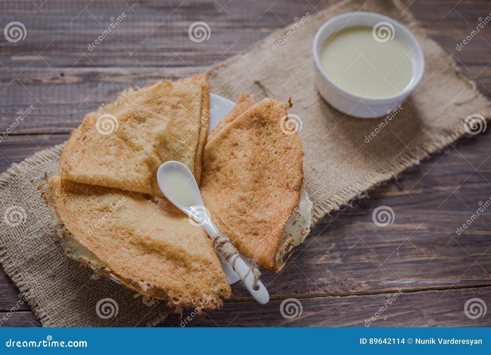 Pfannkuchen mit Kondensmilch