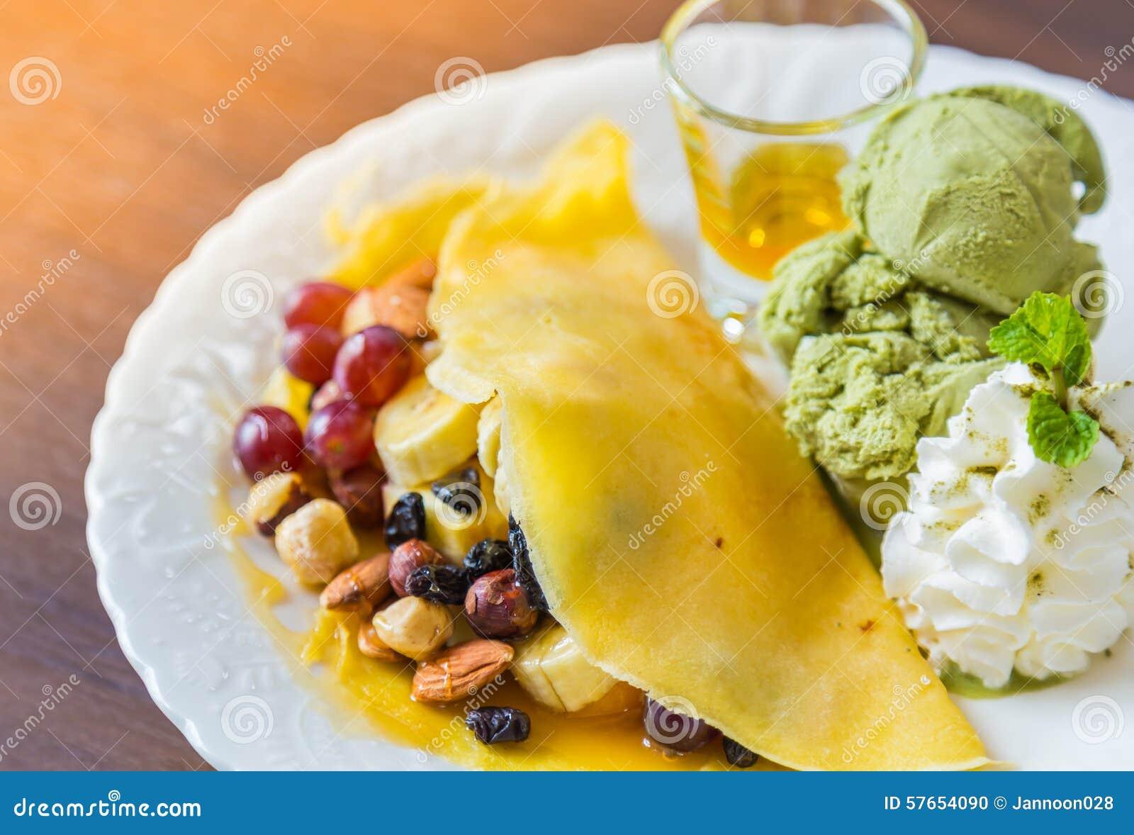 Pfannkuchen und Frucht mit Eiscreme