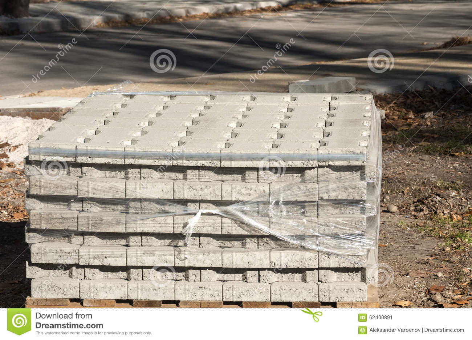 pflastersteine gestapelt auf palette stockbild bild von palette ladeplatte 62400891. Black Bedroom Furniture Sets. Home Design Ideas