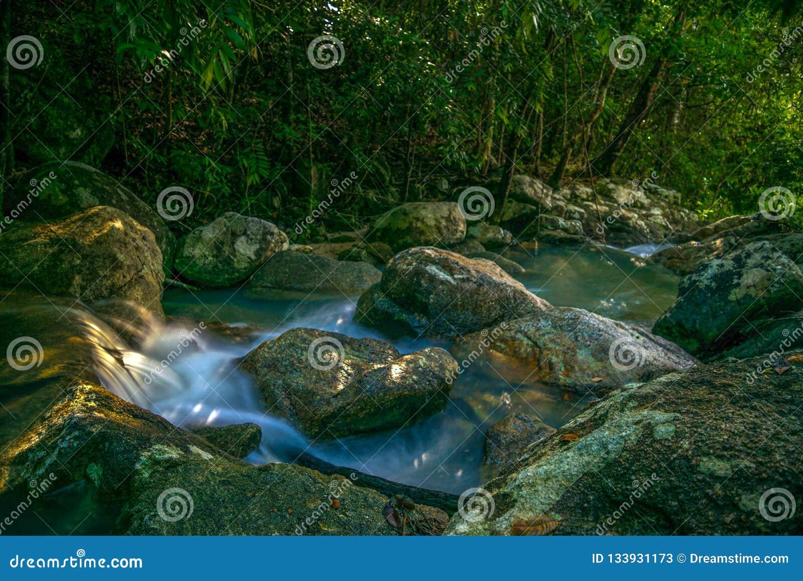 Phaeng vattenfall i Koh Phangan Thailand