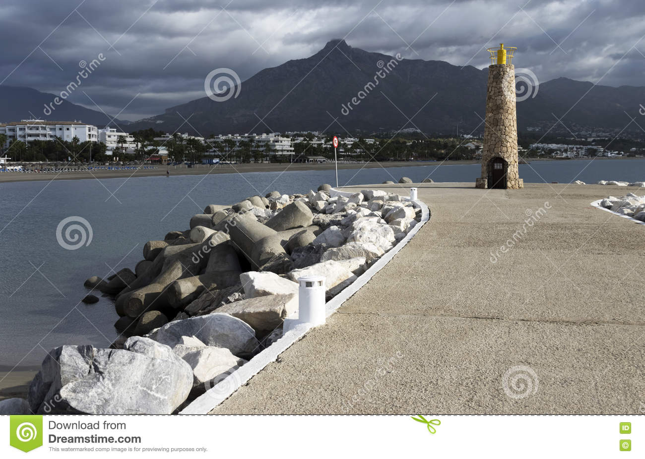Download Phare à Marbella photo stock. Image du nature, europe - 63092054