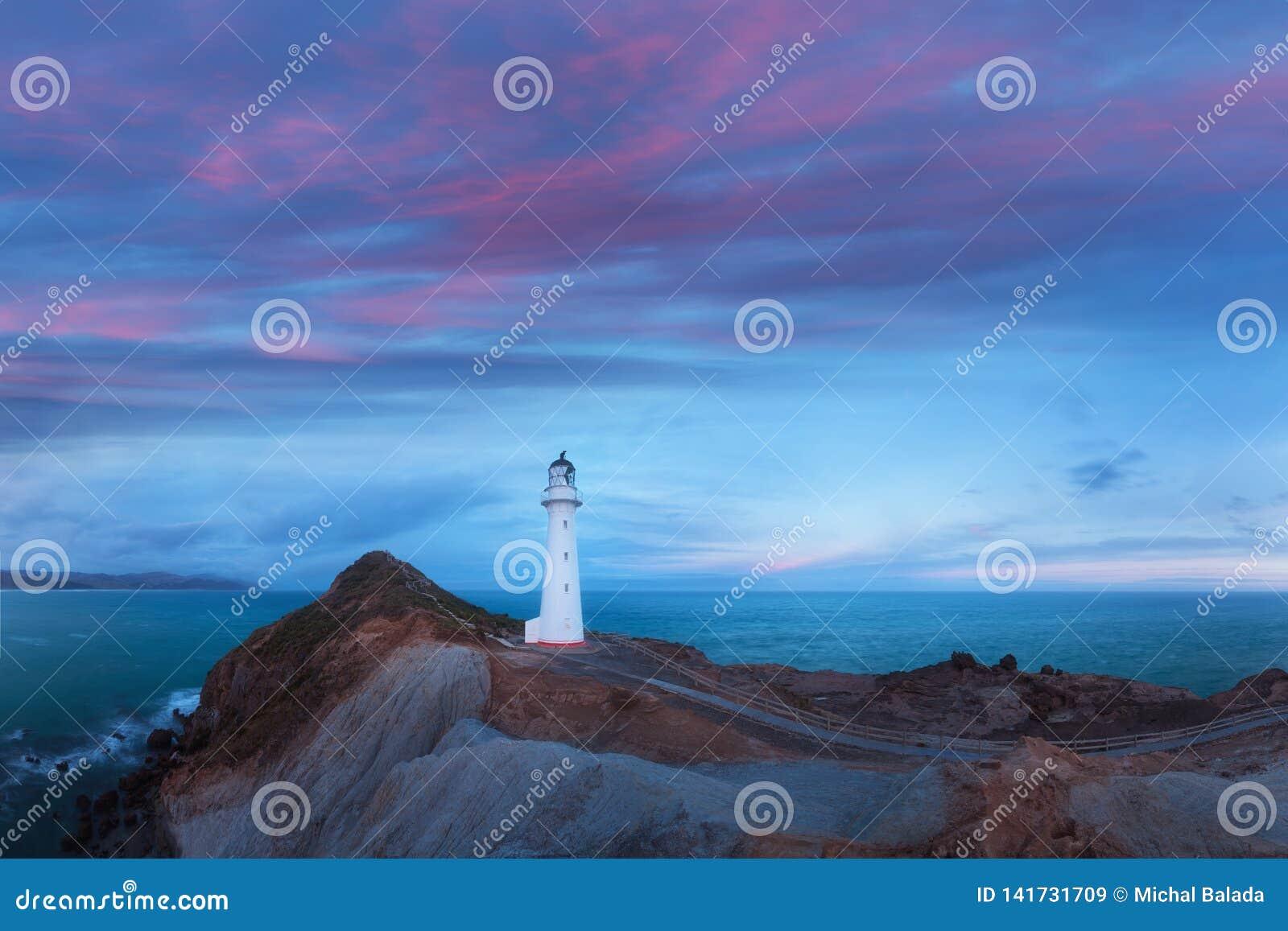 Phare de point de ch?teau, lever de soleil, Wairarapa Nouvelle-Z?lande dans Wellington Region de l ?le du nord du Nouvelle-Z?land