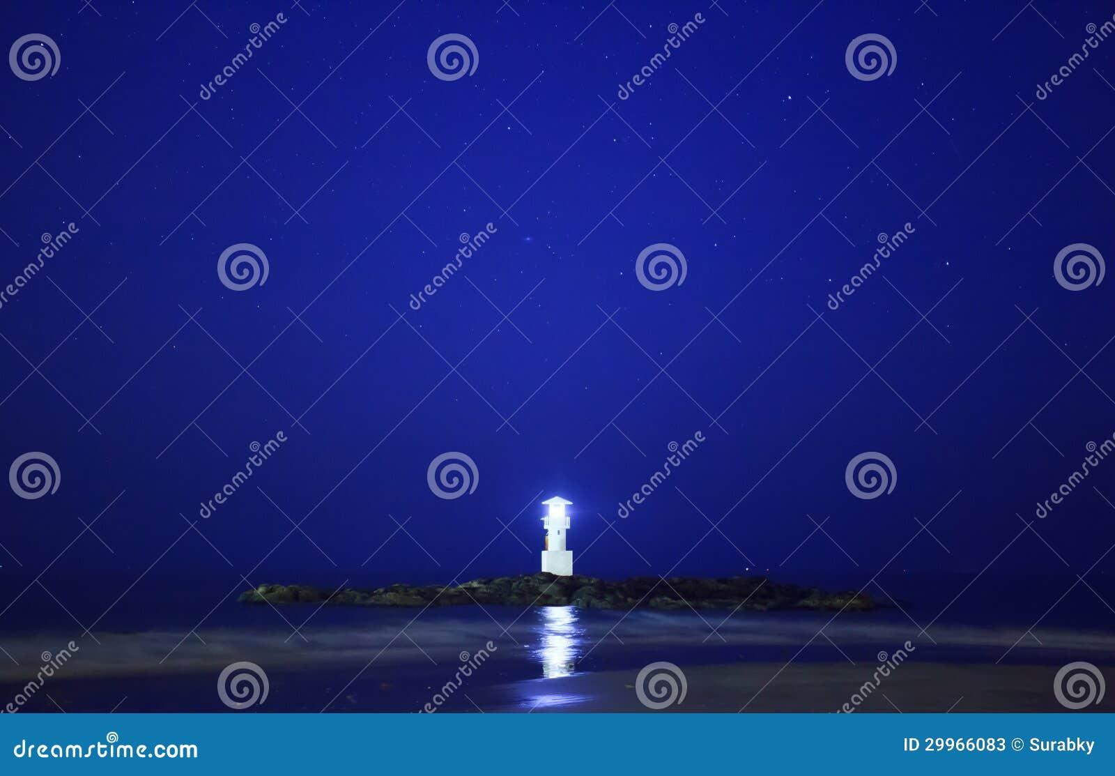 Phare Et étoile Brillante Dans Le Début De La Matinée Image