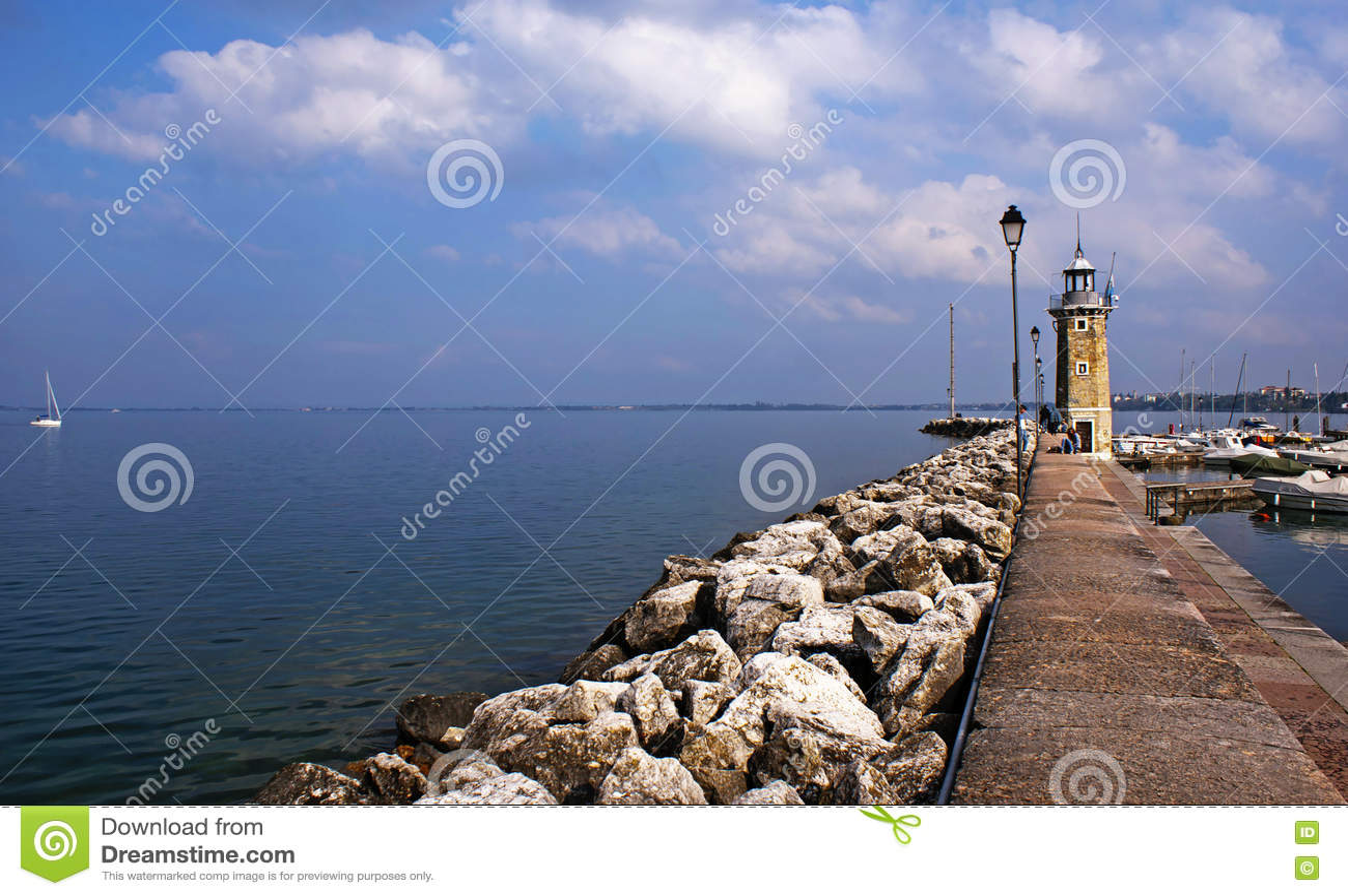Phare sur le policier de lac, Desenzano, Italie