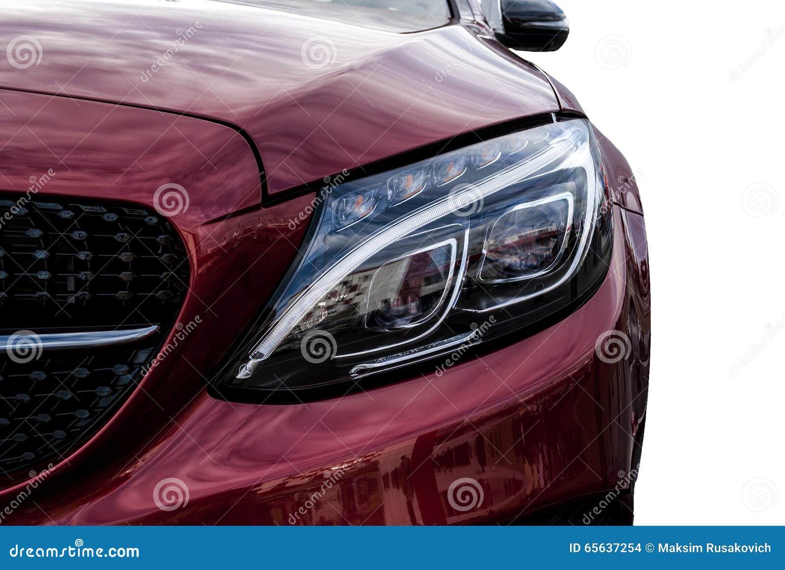 Phares de plan rapproché de Ca et de détail extérieur de voiture avec le dos de blanc