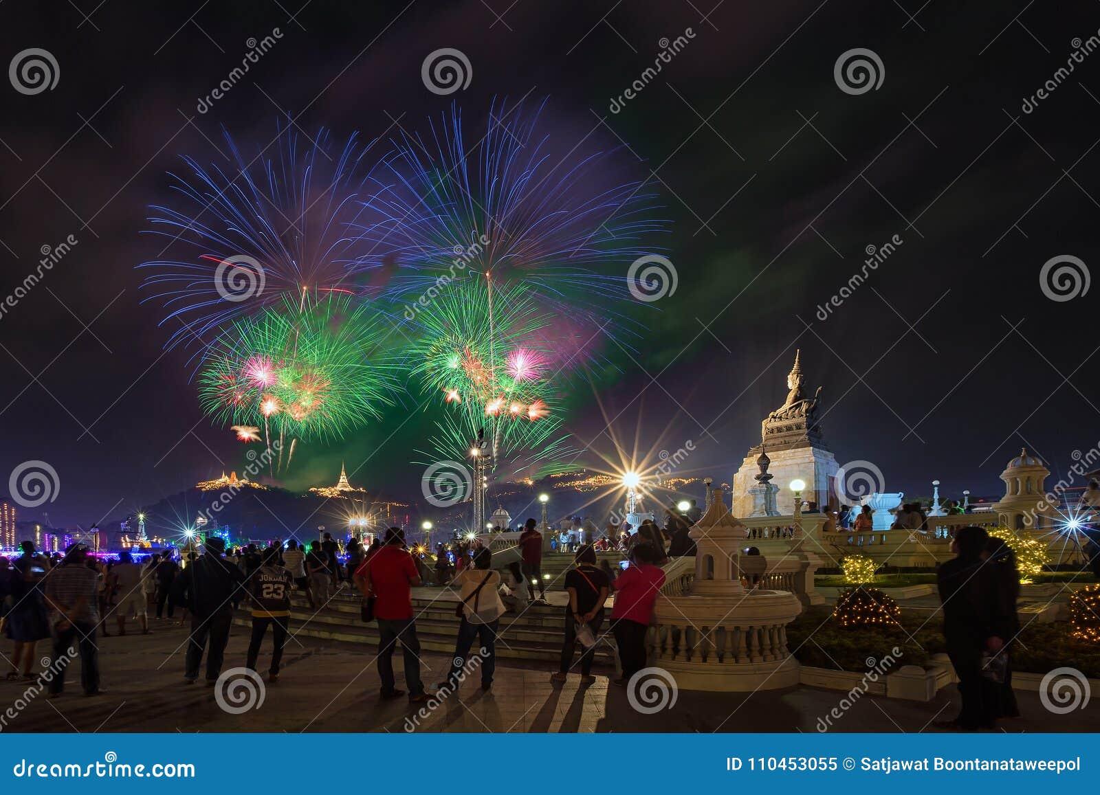 Phetchaburi Thailand-Februari 17,2018: Fyrverkerifestivalorgani