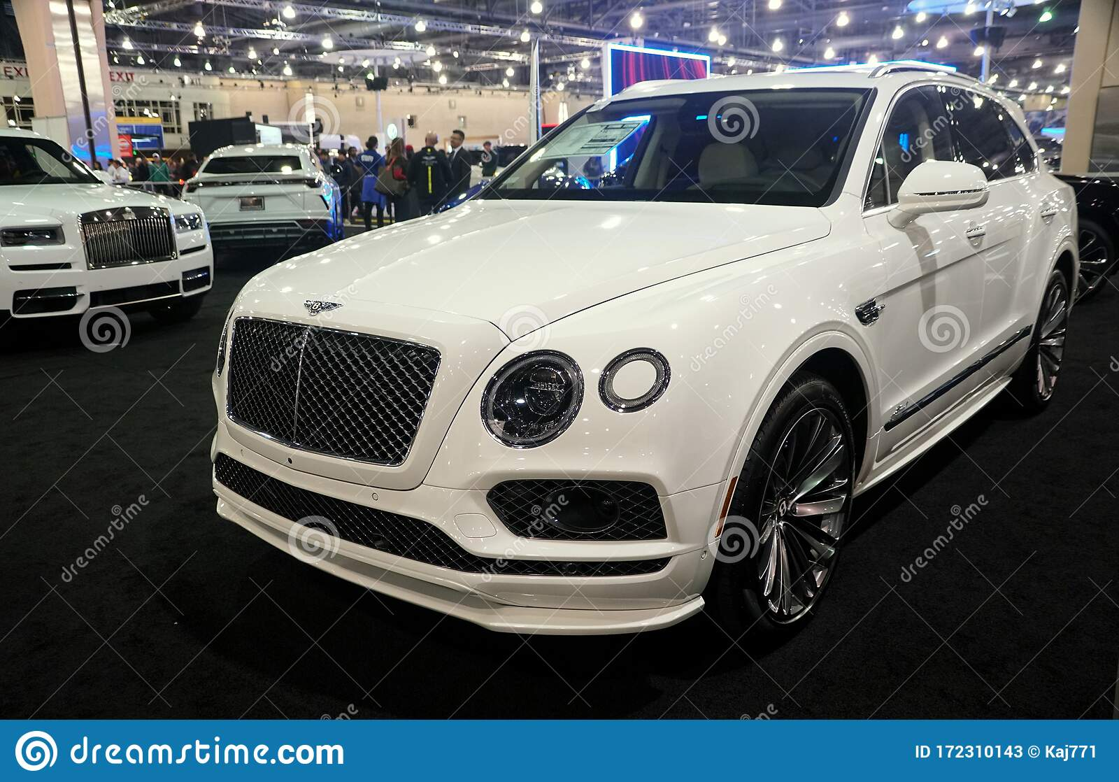 Philadelphia Pennsylvania U S A February 9 2020 The Side View Of The White 2020 Bentley Bentayga Suv Editorial Stock Photo Image Of Expensive Convertible 172310143