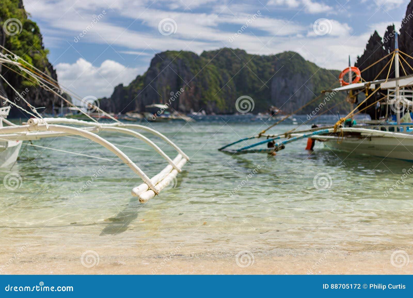 Philippinische Pumpenboote an einem sonnigen Tag