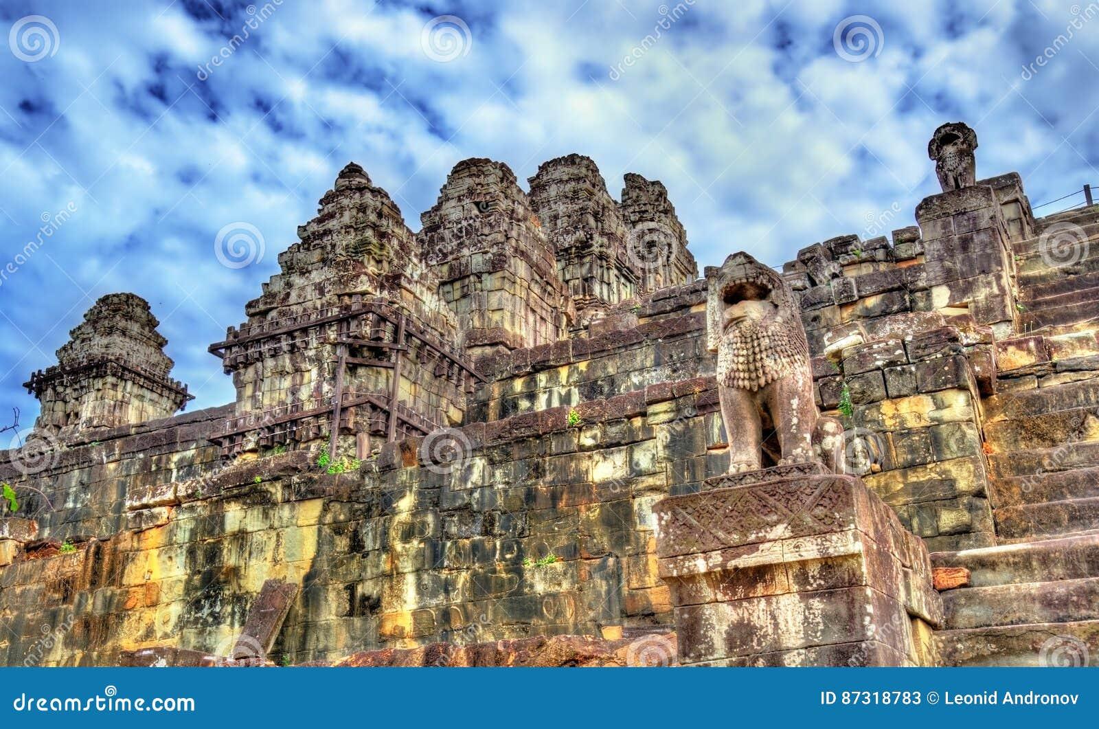 hindu temple phnom bakheng  angkor  cambodia stock photography cartoondealer com 17200292 clip art mountain dew clip art mountain range