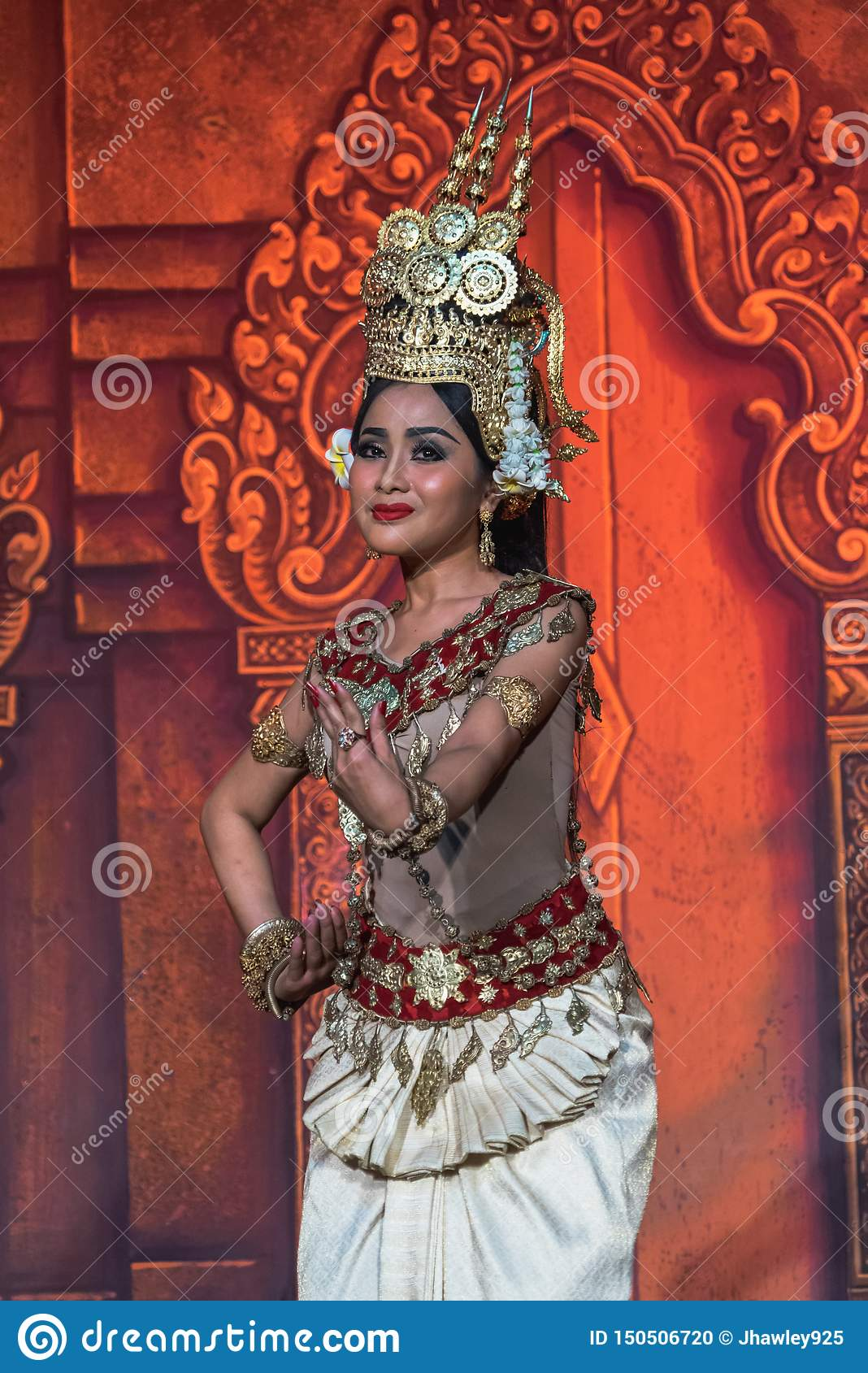 Cambodian dance   Thai clothes, Traditional dance, Country