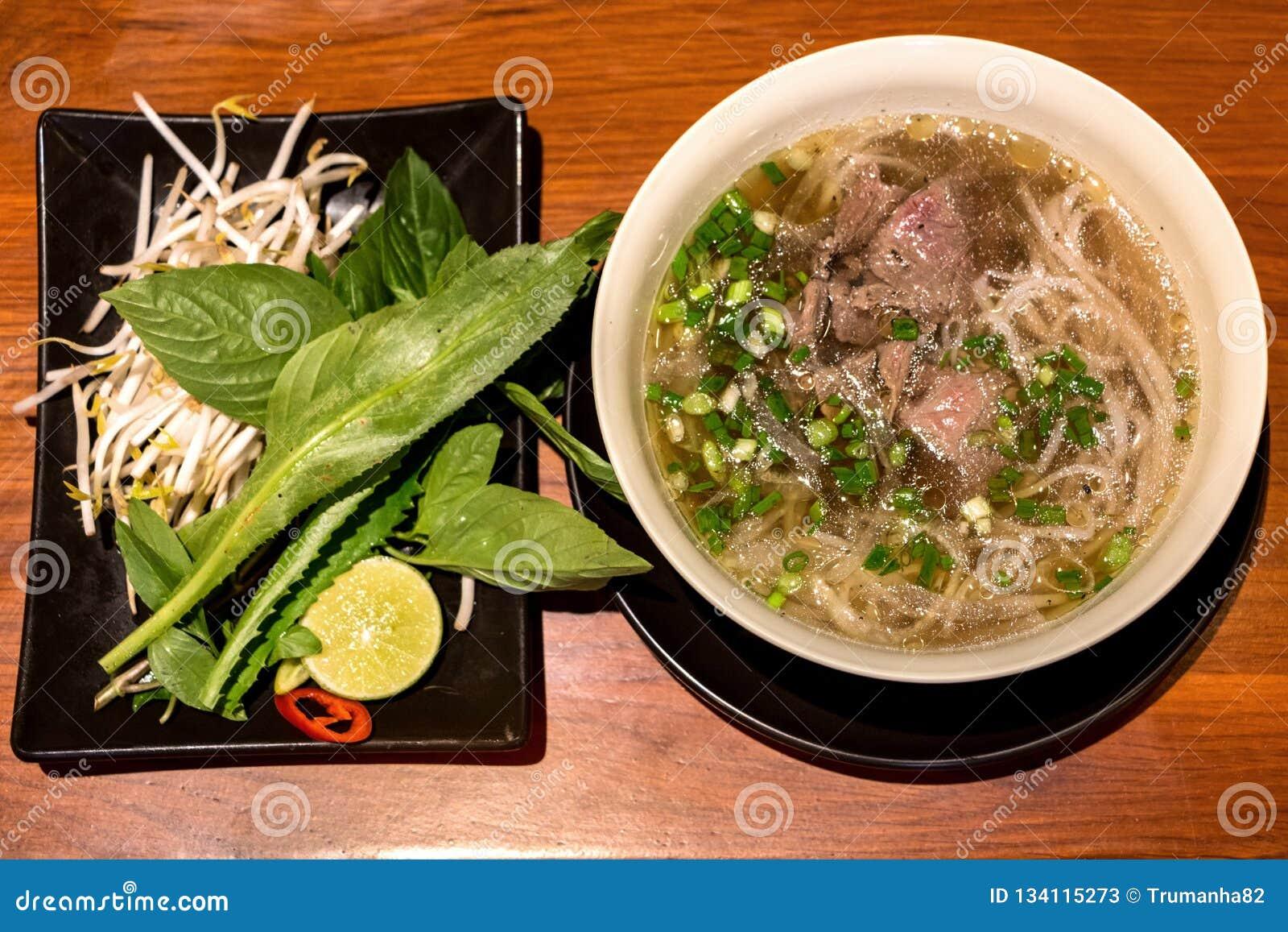 Pho, eine populäre vietnamesische Rindfleisch-Nudelsuppe