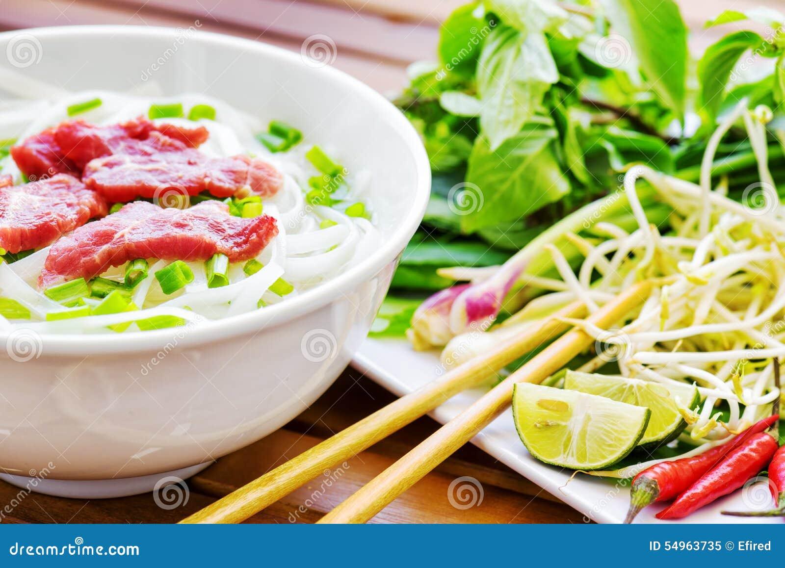 Phoen Bo är en nötköttnudelsoppa Populär gatamat i Vietnam