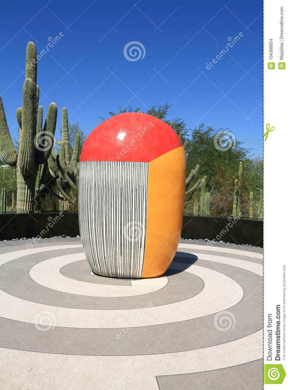 Phoenix/Tempe, o Arizona: Jun Kaneko Sculpture - CACTO de TRICOLORED