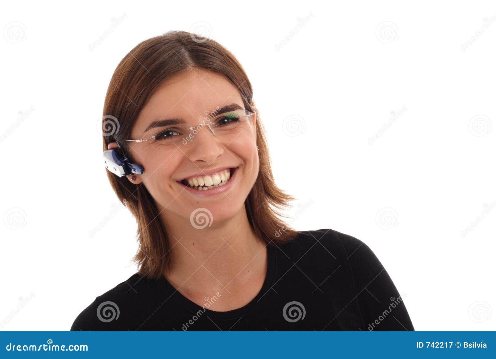 Photo courante d un jeune femme avec l écouteur